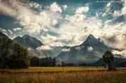 Bovec, a népszerű extrémsport paradicsom hegyei látványos felhőkkel